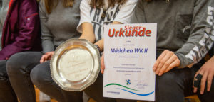 Erster Platz für die Mädchen-Schwimm-Mannschaft